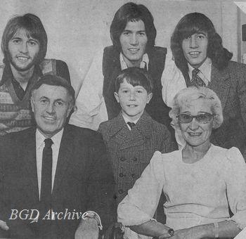 1968年当時のギブ一家(中央がアンディ)